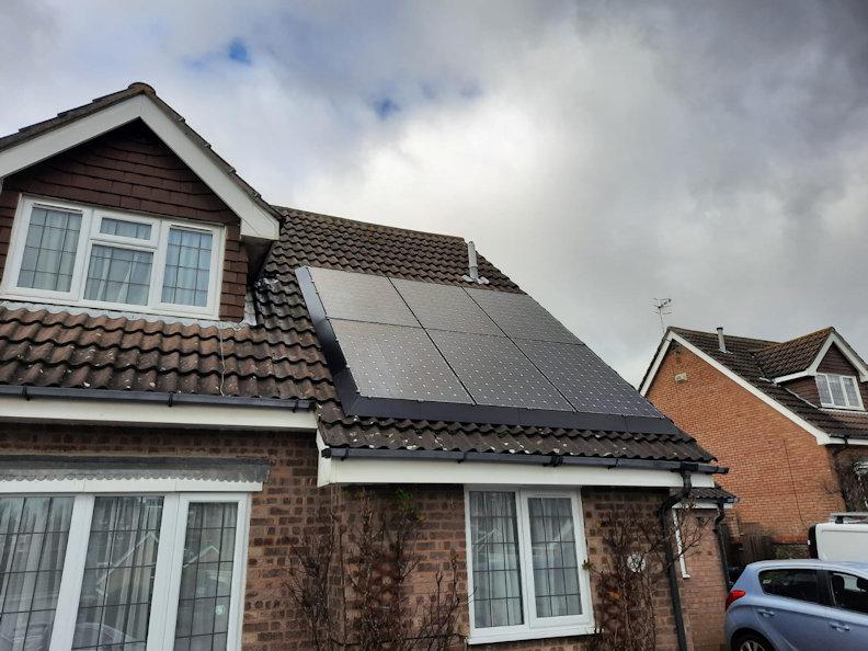 Gives solar panels a sleek black finish - Solaskirt